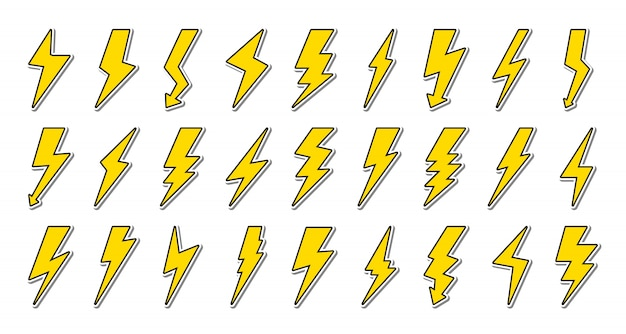 Набор желтых молний с черным контуром. символ энергии и грома, электричество.