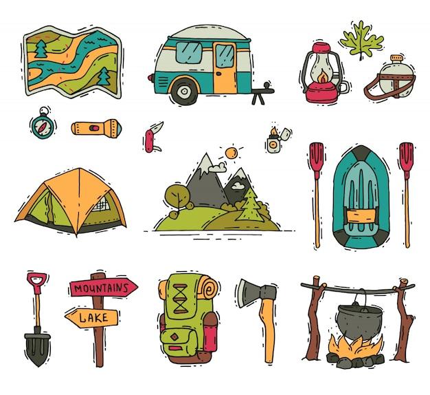 Набор объектов для кемпинга и походов в стиле каракули. туристическое снаряжение. отдых на свежем воздухе. летнее приключение