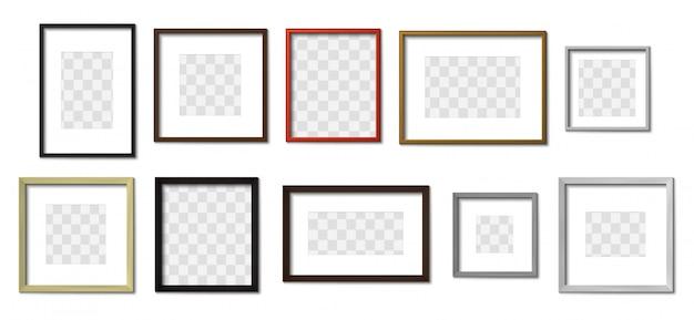 リアルなフォトフレーム。シンプルな額縁、四角い枠、壁のモックアップセットの写真。装飾的な木製フレームのコレクション。正方形および長方形の吊り下げ額縁