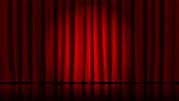 ステージカーテンはサーチライトで点灯します。現実的な劇場赤い劇的なカーテン、ステージ演劇の古典的なカーテンのテンプレートイラストにスポットライト。サーカスと映画館、スタンドアップインテリアシーン