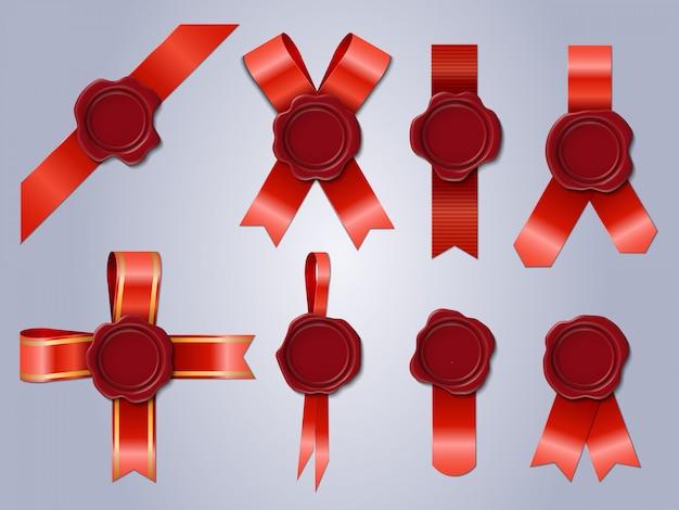 リボン付きワックスシール。現実的なスタンプ赤いお祝いリボン、アンティークの郵便ワックススタンプ。ワックスシールイラストセット。スタンプワックスラベル、リボンマークが付いた記章