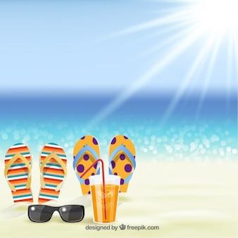 Летний фон с сандалиями на пляже