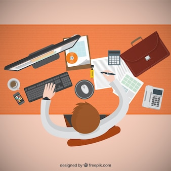 Предприниматель работает на своем компьютере