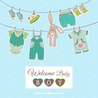 ぶら下げ服を着て男の赤ちゃんカード