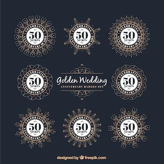 エレガントな黄金の結婚記念日のバッジ