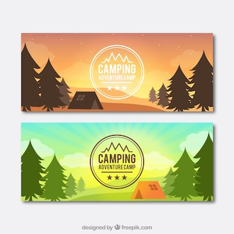 キャンプのテントのバナーと昼と日没風景