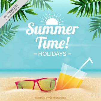 Солнцезащитные очки и пить на фоне песка