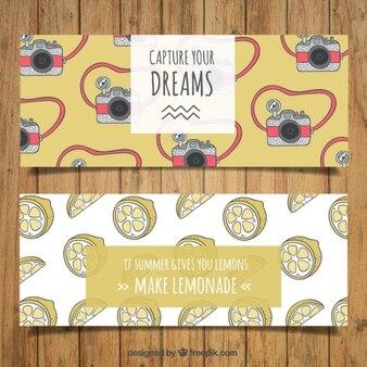 Ручной обращается баннеры камеры и лимоны с положительными фразами