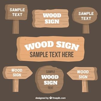 いくつかの木製看板
