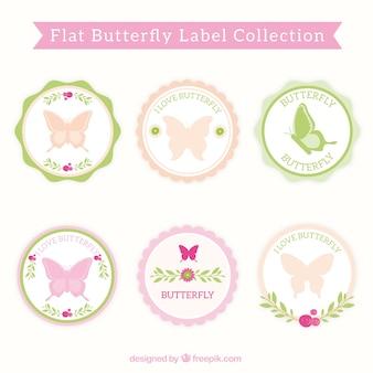蝶と装飾的な青ラベル