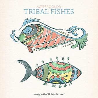 Ручная роспись рыбы в этническом стиле