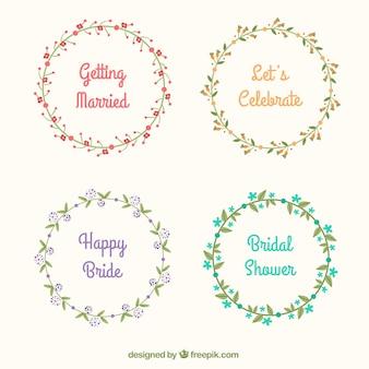 ブライダルシャワーのパーティーのための四つのヴィンテージの花の花輪
