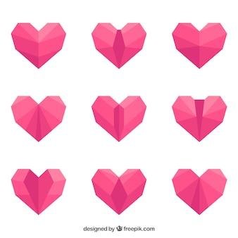 フラットなデザインのピンクの折り紙の心のパック