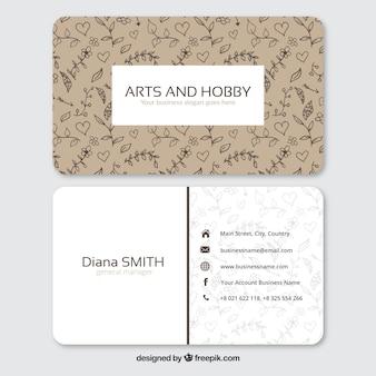 Корпоративная карточка с нарисованными от руки цветы и сердца
