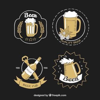 Набор из четырех нарисованных от руки этикеток с пивом