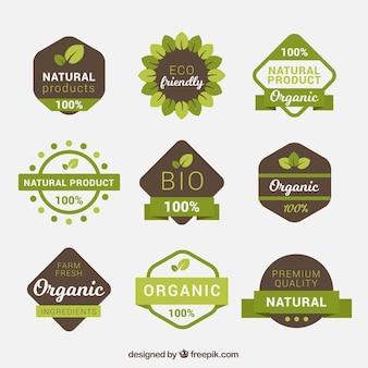 茶色と緑色の有機食品ラベルのパック