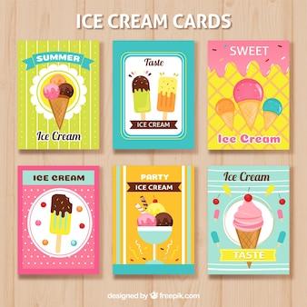 異なるアイスクリームを使った素晴らしい夏のカードの選択