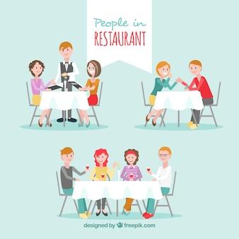 人々がいっぱいのファミリーレストラン