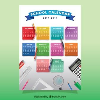 カラフルなノートの学校のカレンダー