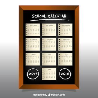 黒板に学校のカレンダー