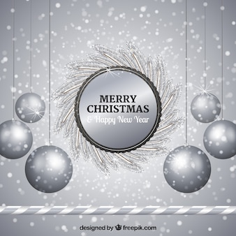 Серебряный фон из серебристых рождественских шаров