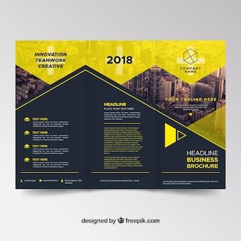 Темный и желтый шаблон брошюры