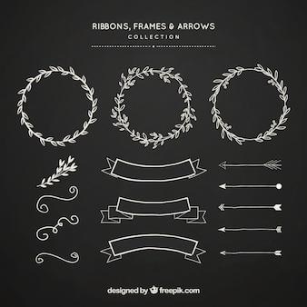 リボンのフレームと矢のコレクションは、黒板のスタイルで