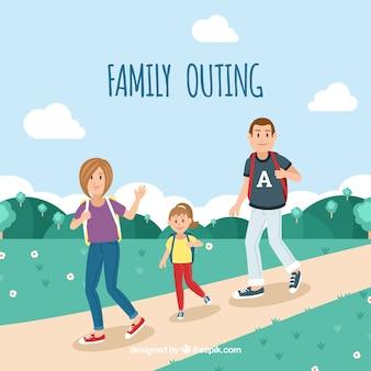 自然の中を歩く幸せな家族