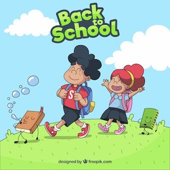 幸せな子供たちと一緒に学校に戻る