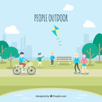 公園で余暇活動をする人々