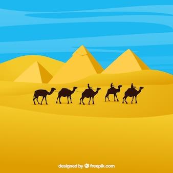 キャラバンとピラミッドを持つエジプトの風景