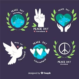 平らなデザインの平和ラベルコレクションの手描きの日