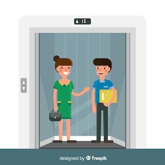 エレベーターでフレンドリーなカップル