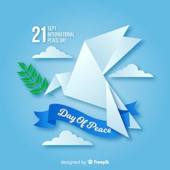 Мир день фон с оригами голубь