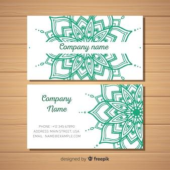 Элегантный шаблон визитной карточки с дизайном мандалы