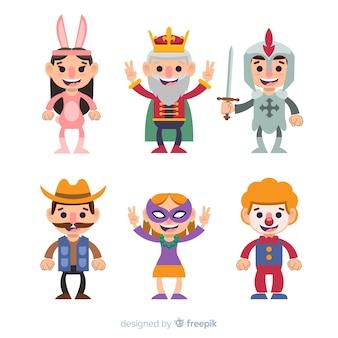 Карнавальные персонажи в костюмах