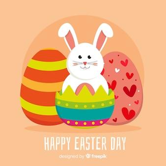 卵イースターの日の背景の中の平らなウサギ