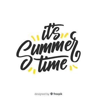 平らなカラフルな夏の文字背景