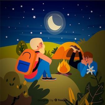 カップルの夜のバックグラウンドでのキャンプ