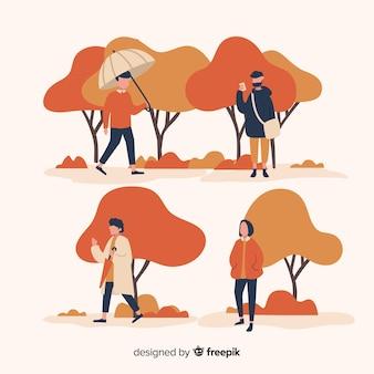 Люди в осеннем парке гуляют