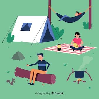 山でキャンプをする人