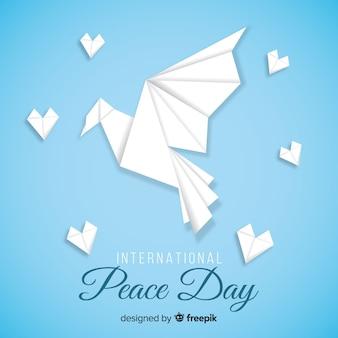 国際平和デーのための折り紙の鳩