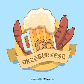 Ручной обращается октоберфест пиво и колбасы