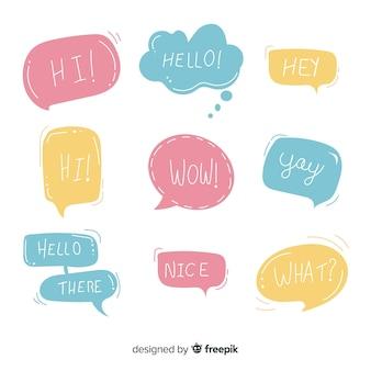 Бледные разноцветные речевые пузыри с разными выражениями