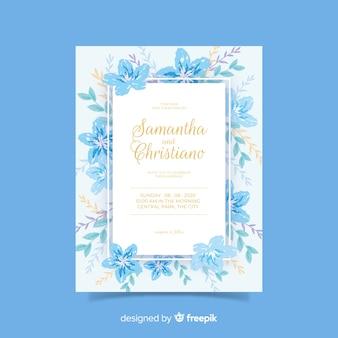 青い手描きの花の結婚式の招待状のテンプレート