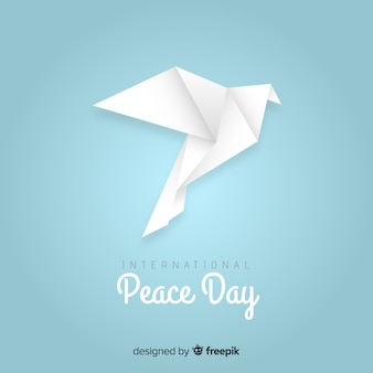 Концепция мирного дня с оригами голубя