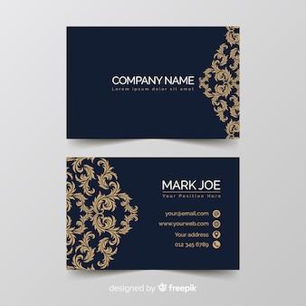 Золотой шаблон визитной карточки с орнаментом