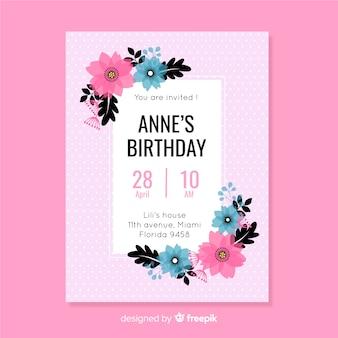 フラットなデザインの花のカラフルな誕生日の招待状のテンプレート