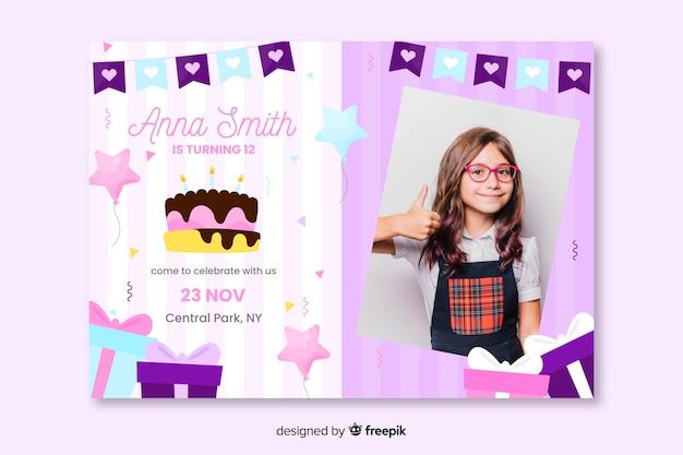 写真と子供の誕生日の招待状のコンセプト