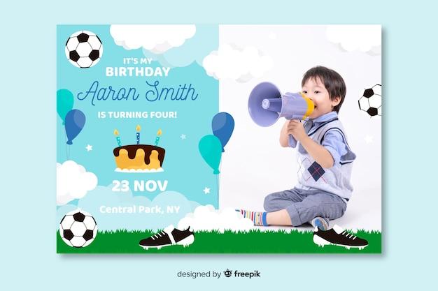 写真と子供の誕生日の招待状のデザイン